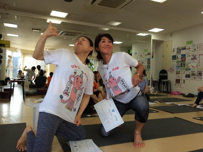 片岡まりこ先生から学べるのでキッズヨガコースを受講しました。