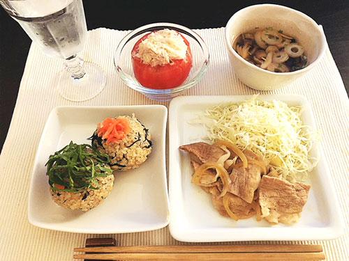 豚の生姜焼きとひじき玄米おにぎり